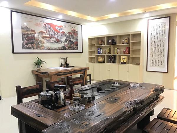 广州白云区茅台酒公司谭总办公室