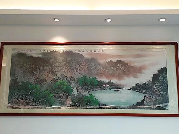 广州天河奥体小区朱先生家居客厅沙发背墙装饰挂画